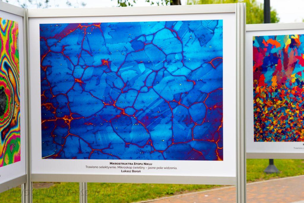 Wystawa Plenerowa w Krakowie - przykład druku UV i niesamowitego odwzorowania głębi kolorów