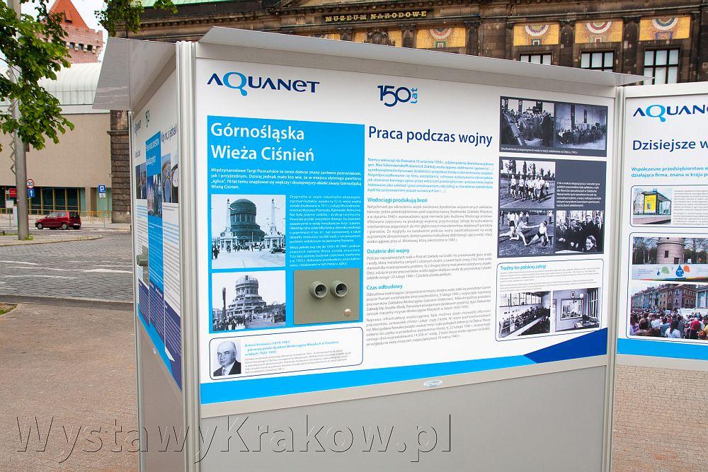 Wystawa plenerowa w Poznaniu - zdjęcie przedstawia nasz system wystawienniczy stworzony z profili aluminiowych
