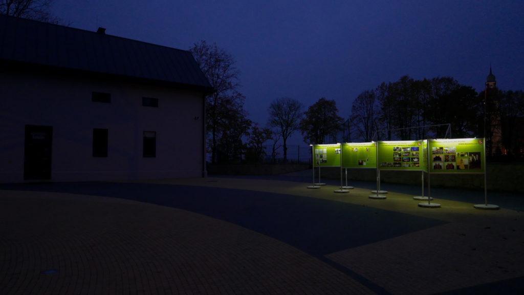 Wystawa Plenerowa w Brzeźnicy wygląda obłędnie dzięki oświetleniu LED