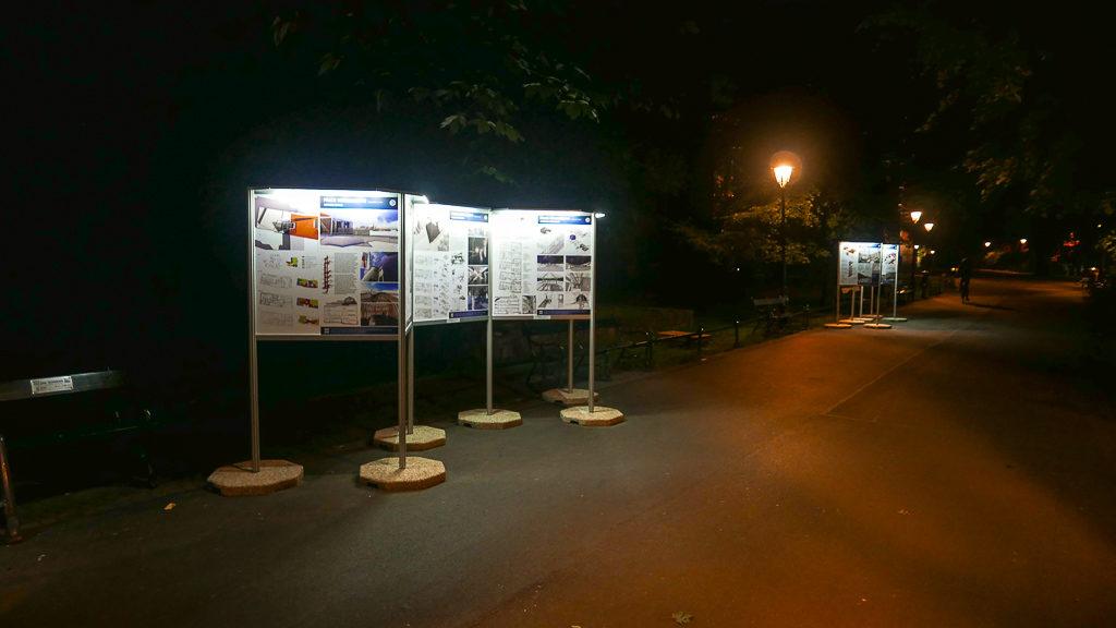 Wystawa w nocy